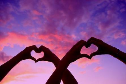 hand_love_heart_large